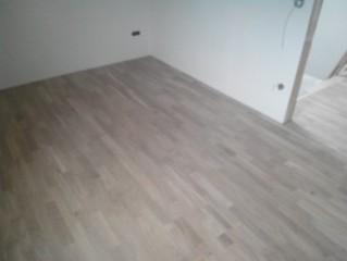 Pokládka dřevěné podlahy ve Zdemyslicích