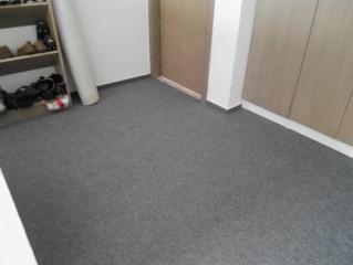 Zátěžový koberec na schodišti