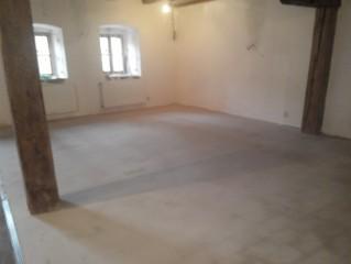 Vystěrkovaná podlaha